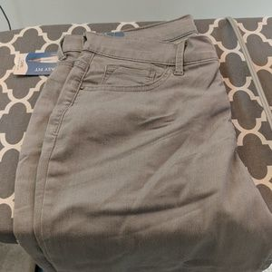 Lee easy fit capris, 12M, new with tags